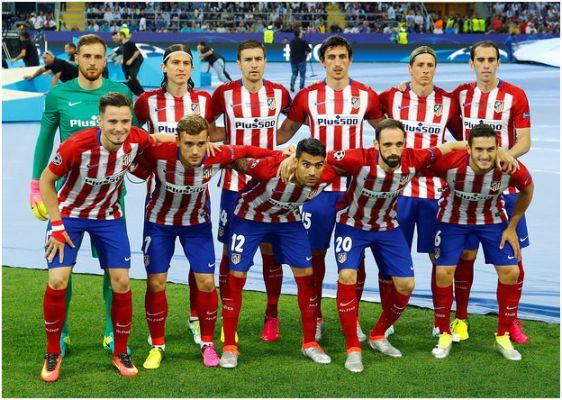 Formación 2015-16. Arriba: Oblak, Filipe, Gabi, Savic, Fernando Torres, Godín. Abajo: Saúl, Griezmann, Agusto Fernández, Juanfran, Koke.