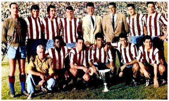 Formación Recopa 1961-62: Jugadores, de pie: Madinabeytia, Griffa, Ramiro, Glaría, Calleja, Rivilla. Agachados: Jones, Adelardo, Mendonça, Peiró, Collar.