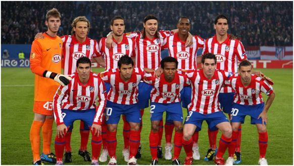 Formación Campeón Europa League 2009-10: De pie: De Gea, Forlán, Álvaro Domínguez, Ujfalusi, Perea, Raúl García. Agachados: Reyes, Kun Agüero, Paulo Assunçao, Antonio López, Simäo.