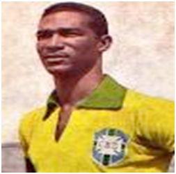 Didí con la camiseta verde-amarela. Fuente: http://coolfootballbcn.blogspot.com/2011/07/didi.html