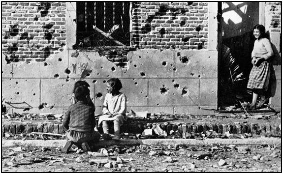 Además de traducirse en hambre y calamidades, la deuda de guerra retrasaría bastante el muy urgente esfuerzo de reconstrucción.