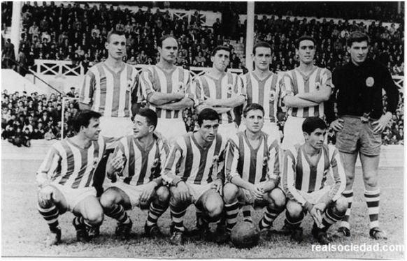 Formación 1964-65: De pie: Martínez, Irulegui, Abásolo, Lasa, Ormaetxea, Arriaga. Agachados: Urreisti, Arzak, Eceiza, Alfonso, Mendiluce.