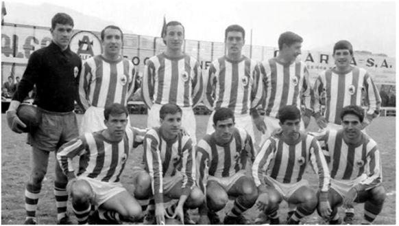 Formación 1965-66: De pie: Arriaga, Maiztegui, Martínez, Ormaechea, Lema, Gaztelu. Agachados: Urreisti, Alfonso, Eceiza, Mendiluce, Cacho.