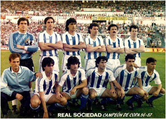 Formación Campeón Copa Rey 1986-87: De pie: Arconada, Górriz, Gajate,  López Rekarte, Larrañaga, Sagarzazu. Agachados. Dadie, Bakero, Begiristain, Zamora, López Ufarte.