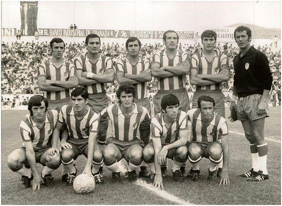 Formación 1971-72. Arriba: De la Cruz, Aguirre Suárez, Falito, Fernández, Jaén, Ñito. Agachados: Lasa, Chirri, Barrios, Fontenla, Vicente G..