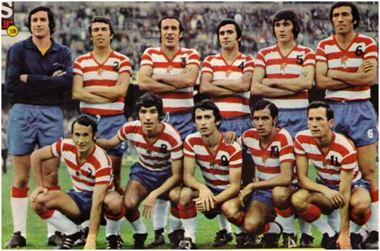 Formación 1973-74: De pie: Izcoa, Toni R., Fernández, Falito, Jaén, Montero Castillo. Agachados: Porta, Chirri, Quiles, Santi, Dueñas.