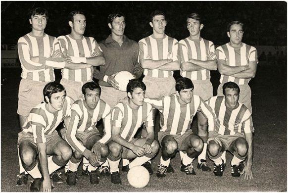 Formación 1970-71: Arriba: José, Fernández, Ñito, Martos, Aguilera, Lorenzo J.. Agachados. Lasa, Juárez, Barrios, Fontenla, Vicente G..