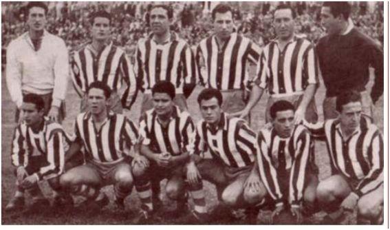 Formación 1953-54: De Pie: Piris, Requena, Millán, Padilla, González, Candi. Agachados: Guerrero, Rius, Cea, Sueza, Rafa, Arsuaga.