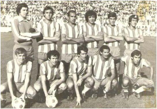 Formación 1979-80: De pie. Izcoa, Gerardo, Santi, Benítez, Lina, Fali. Agachados: Robert, Planas, Orihuela, Angulo, Serrano.