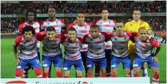 Formación 2012-13. Arriba: Diakhaté, Nyom, El-Arabi, Mainz, Toño.  Abajo: Iriney, Siqueira, Torje, Brahimi, Dani Benítez, Mikel Rico.