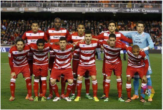 Formación 2013-14. Arriba: Murillo, Nyom, El-Arabi, Recio, Roberto.  Abajo: Iturra, Angulo, Piti, Fran Rico, Coeff, Brahimi.
