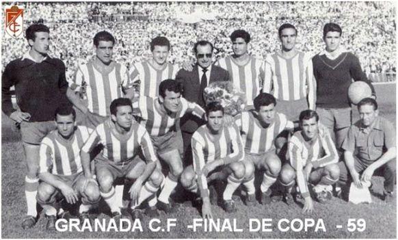 Formación Subcampeón Copa Generalísimo 1958-59: Arriba: Piris, Becerril, Pellejero, Directivo, Ramoní, Larrabeiti, Mesa. Agachados: Vicente D., Juanito Vázquez, Carranza, Loren, Benavídez, Arsenio.