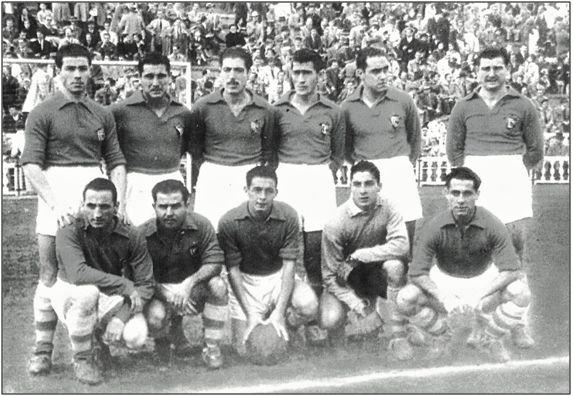 Formación del R. C. Celta, la temporada 1950-51. Arriba, de izda. a dcha., Atienza, Sansón, Díaz, Cabiño, S. Vázquez, Gaitos; abajo Lolín, Pineda, Hermidita, Pazos y Olmedo