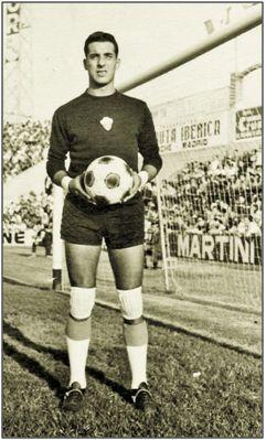 En el viejo Altabix, mediados los años 60. El 5º puesto logrado la campaña 1963-64 sigue siendo, 55 años después, mejor clasificación ilicitana.