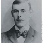 Arthur Vere Scott Johnson, nacido en Dublín el 31 de agosto de 1878. Cuando llegó al Madrid FC tenía 24 años. Johnson falleció el 23 de marzo de 1929, a la edad de 50 años, como resultado de una neumonía. Murió en su casa en Wallasey, Merseyside, en Liverpool.