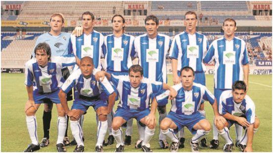 Formación 2003-04. Arriba: Arnau, Diego Alonso, Manu Sánchez, Fernando Sanz, Litos, Josemi. Abajo: Insúa, Romero, Duda, Gerardo, Valcarce.