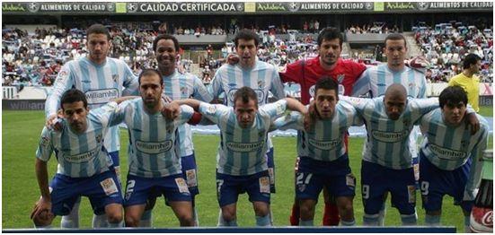 Formación 2009-10: De pie: Stepanov, Hélder Rosario, Juanito, Munúa, Baha. Agachados: Fernando, Jesús Gámez, Duda, Toribio, Mtiliga, Forestieri.