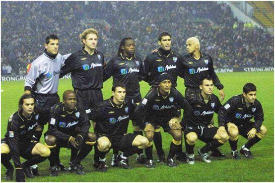 Formación en Leeds el 2002.12.12 que consiguió vencer 2-1. De pie: Contreras, Roteta, Musampa, Fernando Sanz, Darío Silva. Agachados: Manu Sánchez, Dely Valdés, Josemi, Romero, Gerardo, Valcarce.