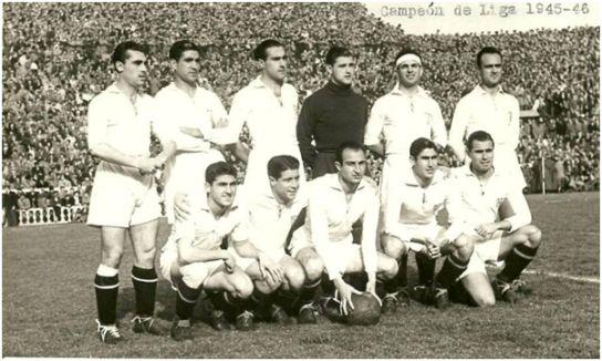 Formación 1945-46. De pie: Alconero, Antúnez, Eguiluz, Busto, Joaquín, Villalonga. Agachados: Arza, López, Araujo, Herrera, Campos.