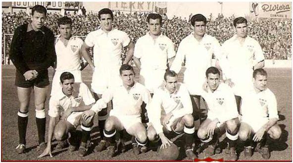 Formación 1956-57: De Pie: Vera, Romero, Campanal II, Valero, Ramoní, Herrera II.  Agachados: Loren P., Arza, Pepillo G., Domènech, Pahuet.