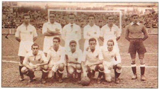 Formación 1942-43: Arriba: Joaquín, Campanal, Villalonga, Pepillo, Félix, Busto. Agachados: Alconero, Berrocal, Torróntegui, Mateo, Raimundo.