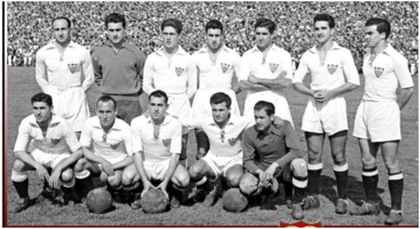 Formación 1950-51. De pie: Araujo, Manolín, Oñoro, Domènech, Antúnez, Campanal II, Guillamón. Agachados: Arza, Ayala I, Alconero, Enrique, Busto.