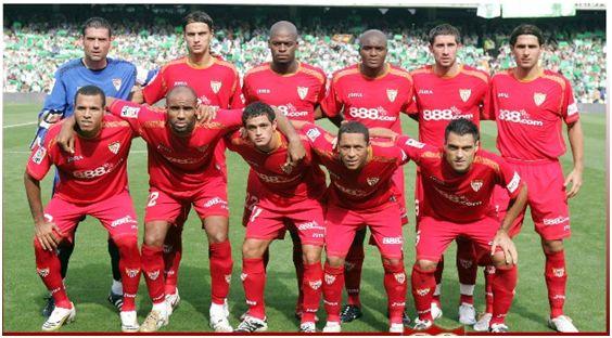 Formación 2008-09: Arriba: Palop, David Prieto, Romaric, Mosquera, Dragutinovic, Escudé. Abajo: Luis Fabiano, Kanouté, Acosta, Adriano, Duscher.