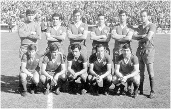 Formación 1969-70: De pie: Rodri, Chacón, Santos, Hita, Costas, Redondo.  Agachados: Lora, Blanquito, Acosta, Eloy, Berruezo.