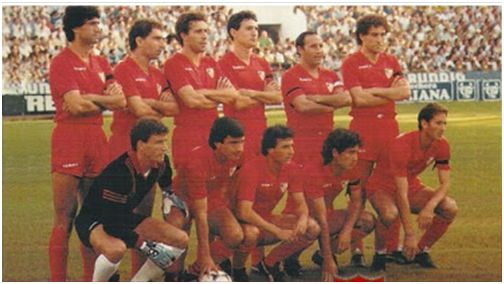 Formación 1983-84. De pie: Álvarez, Nimo, Moisés, Serna, Sanjosé, Francisco. Agachados: Buyo, Santi, Ruda, Magadaleno, Juan Carlos.