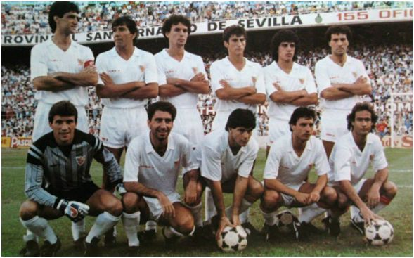 Formación 1985-86: De pie: Álvarez, Zambrano, Serna, Jiménez, Sanabria, Francisco L.. Agachados: Buyo, Nimo, Estella, Ruda, Nadal.