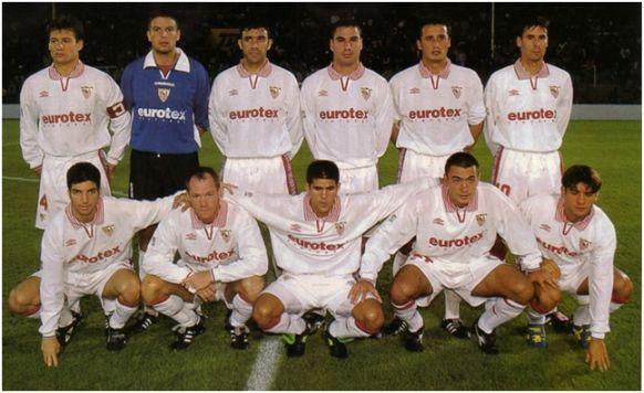 Formación 1997-98: De pie: Prieto, Casagrande, Paco Peña, Cordón, Hibic, Tsartas. Agachados: Velasco, Molnar, Carlitos, Galván, Míchel.