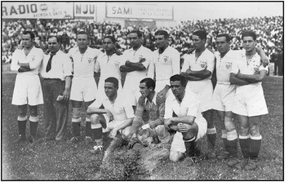 Formación Copa Presidente República 1934-35: Arriba: Fede, Bracero, Torróntegui, Campanal I, Segura, Alcázar, Tache, López. Agachados: Euskalduna, Eizaguirre, Deva.
