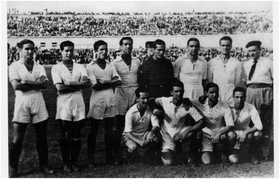 Formación Copa de España 1938/39. Ariba: Félix, López, Pepillo, Berrocal, Bueno, Campanal, Villalonga. Agachados: Leoncito, Cayuso, Torróntegui, Raimundo.