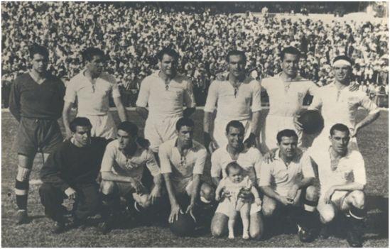 Formación Copa Generalísimo 1947-48: Arriba: Busto, Antúnez, Belmonte, Eguiluz, Campos, Joaquín. Agachados: Manolín, Arza, Domènech, Mariano, Pineda, Alconero.