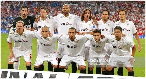 Copa del Rey 2006-07 Final: Arriba: Palop, Dragutinovic, Kanouté, Javi Navarro, Escudé, Puertas. Abajo: Poulsen, Dani Alves, Luis Fabiano, Jesús Navas, Renato.
