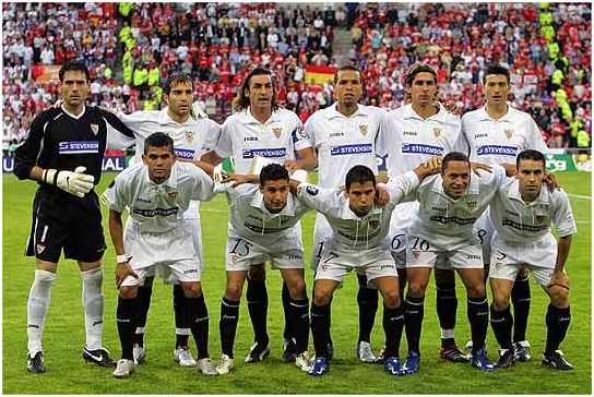 Formación Copa UEFA 2005-06: Arriba: Palop, Maresca, Javi Navarro, Luis Fabiano, Escudé, Martí. Abajo: Dani Alves, Jesús Navas, Saviola, Adriano, David Castedo.