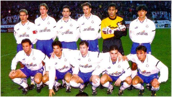 Formación 1995-96. De pie: Llorente, Ramis, Pizzi, Jokanovic, Ojeda, César Gómez. Agachados: Antonio Mata, Chano, Hapal, Aguilera, Juanele.