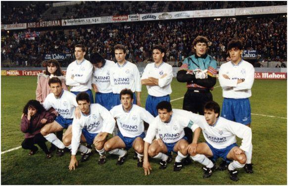 Formación 1992-93. De pie: Pizzi, Del Solar, Berges, Ezequiel Castillo, Agustín,  César Gómez. Agachados: Antonio Mata, Chano, Quique Estebaranz, Toño, Felipe.