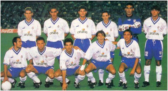 Formación 1996-97. Arriba: Llorente, Alexis, Vivar Dorado, Neuville, Ojeda, César Gómez. Agachados: Pinilla, Antonio Mata, Chano, Felipe, Juanele.