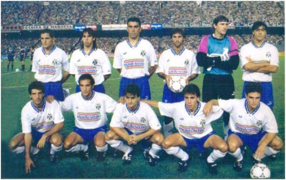 Formación 1993-94. Arriba: Toño, Ezequiel Castillo, Toni, Latorre, Agustín, César Gómez. Agachados: Chano, Pinilla, Conte, Felipe, Aguilera.