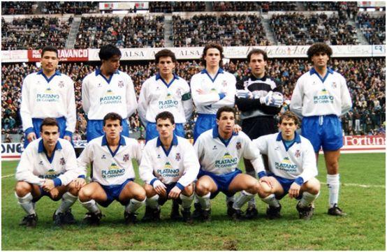 Formación 1990-91. De pie: Rommel Fernández, Toni, Toño H., Redondo, Manolo, Hierro. Agachados: Torrecilla, Quique Estebaranz, Sabou, Quique Medina, Revert.