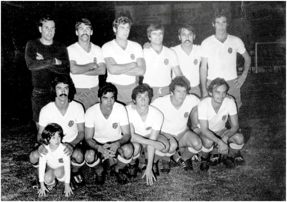 Formación 1972-73. Arriba: Del Castillo, Jorge, Molina, Pepito, Esteban, Cabrera. Agachados: Medina, Lesmes, Cantudo, Bergara, Felipe.