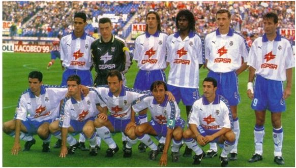Formación1998-99. Arriba: André Luiz, Unzué, Pablo Paz, Emerson, Jokanovic, Kodro. Agachados: Makaay, Dani, Antonio Mata, Juanele, Robaina.