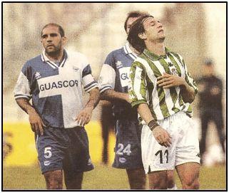 Carmona, líder de un Deportivo Alavés puede que irrepetible, junto a un decepcionado Alfonso
