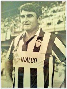 Andrés Felices, ya exfutbolista, pero con el escudo de su eterno C. D. Castellón sobre el pecho.