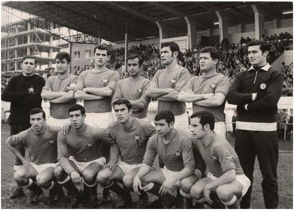 Formación 1968-69: Arriba: Zumalabe, Pepiño, Arturo, Carlos, Pascual, Aurre, Santi. Agachados: Gringo, Juan, Germán, Ledo, Arroyo.