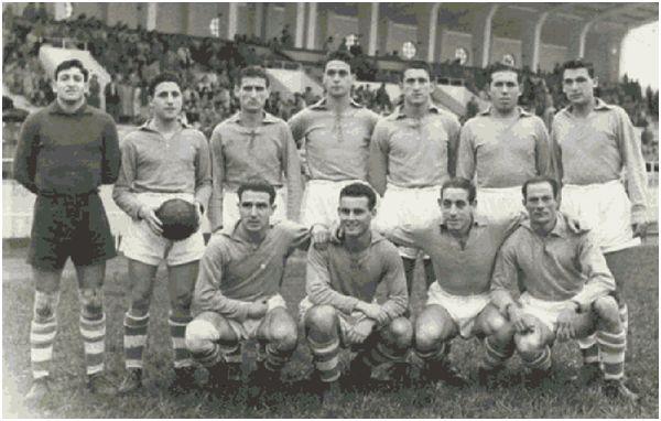 Formación 1951-52: Arriba; Zamorita, Larrosa, Perniche, Alvarito, Calviño, Malet, Anca A.. Agachados: Sobrino, Pepiño, Guimeráns, Roig.