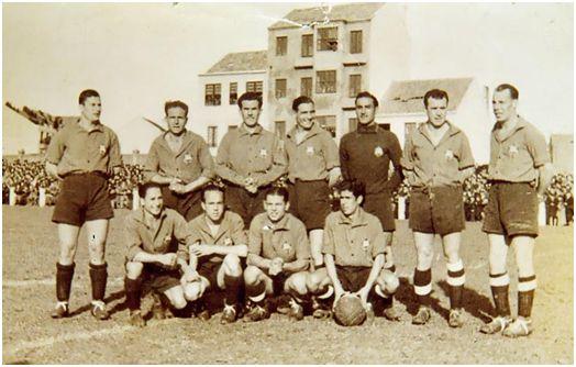 Formación 1940-41: Arriba: Nicolá, Portugués, Conesa, Caliche, Moreno, Silvosa, Ferreiro. Agachados: Carolo, Miranda, Carnero, Herodes.
