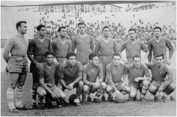 Formación 1955-56: Arriba: Bernabé, Carlos Lorenzo, Anca J., Germán, Anca A., Sobrino, Zamorita. Agachados: Bello, Padrón, Alvarito, Seijas, Román, Bouza.