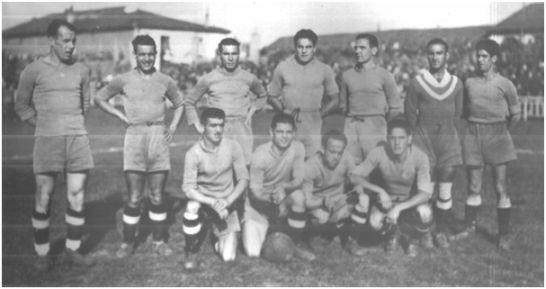 Formación 1942-43: Arriba: Ferreiro, Toro, Porta, Prats, Caliche, Moreno, Herodes. Agachados: Barón, Carnero, Miranda, Vicente.